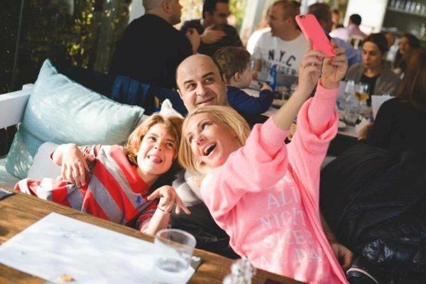 Πάσχα στο Λονδίνο κάνουν ο Μάρκος Σεφερλής με την Έλενα Τσαβαλιά και τον γιο τους, Χάρη