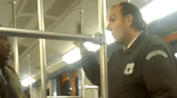Υπάλληλος σεκιούριτι στον ΗΣΑΠ τραμπουκίζει σε αφρικανό μετανάστη: «Εγώ κάνω κουμάντο εδώ»