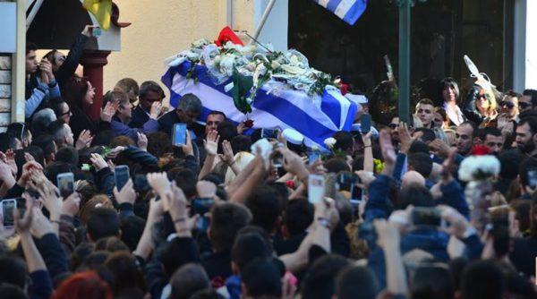 Χιλιάδες κόσμος στο τελευταίο αντίο του Παντελή Παντελίδη