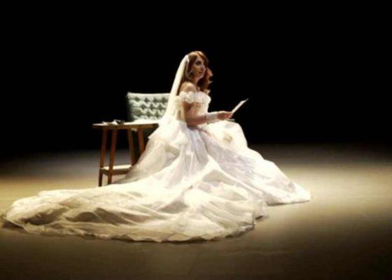 Η Σμαράγδα Καρύδη ντύθηκε νυφούλα