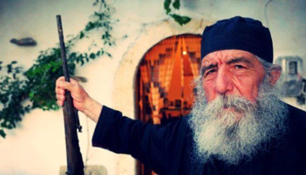 Πέθανε ο παπά Γιώργης, ο επαναστάτης Σφακιανός κληρικός