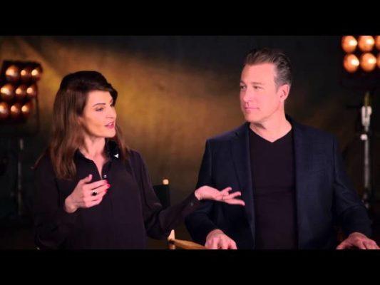 Η Νία Βαρντάλος μαθαίνει ελληνικά στον Τζον Κόρμπετ