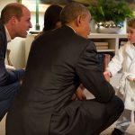 Ο πρίγκιπας Γεώργιος έβαλε τη ρόμπα του και συνάντησε τον Ομπάμα