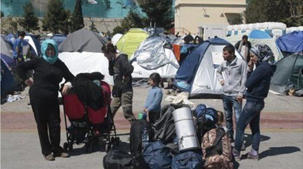Πρόσφυγες και μετανάστες ζητούν να μείνουν στην Ελλάδα