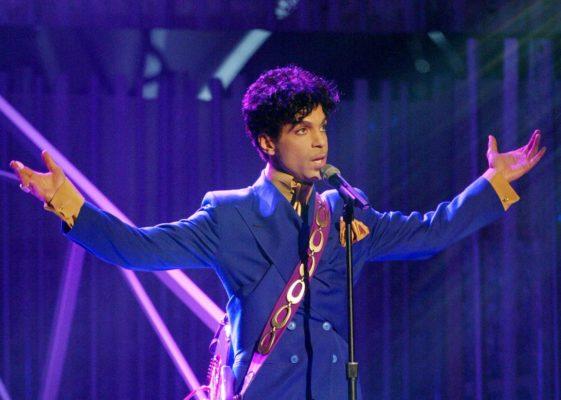 Στο σφυρί, κοσμήματα του Prince