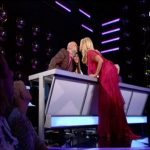 YFSF: Η Μαρια Μπεκατώρου φίλησε τον Νικο Μουτσινά στα χείλη