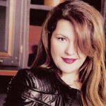 Η Κατερίνα Ζαρίφη «έπεσε στην αγκαλιά» του Κώστα Μπακογιάννη