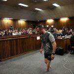 Ανάγκασαν τον Oscar Pistorius να περπατήσει χωρίς προσθετικά μέλη στο δικαστήριο