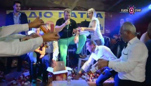 Σε πανηγύρι στην Αχαΐα, τύπος πλήρωσε 24 μπουκάλια ουίσκι για να τα κάψει στην πίστα