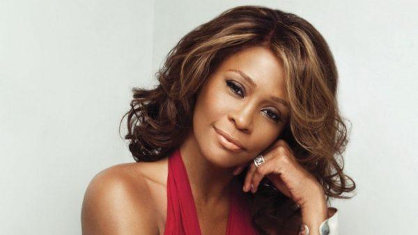 Whitney Houston: Η κολλητή της αποκαλύπτει ότι είχαν ερωτική σχέση