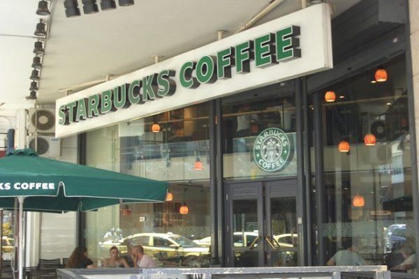 Στο σφυρί τα Starbucks στην Ελλάδα
