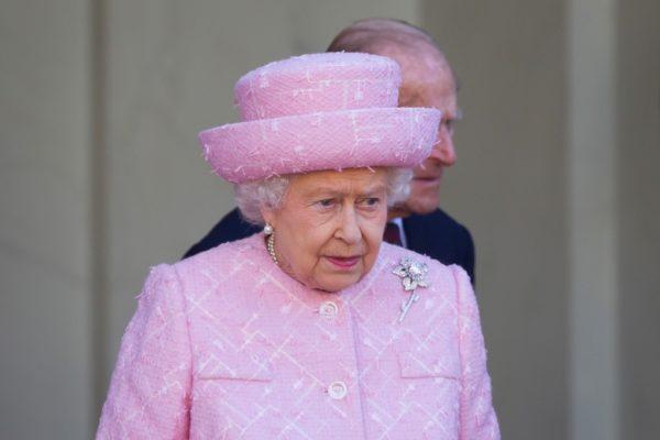 Βασίλισσα Ελισάβετ: Δε φαντάζεστε πόσα χρήματα προσφέρει για να της πλένουν τα πιάτα