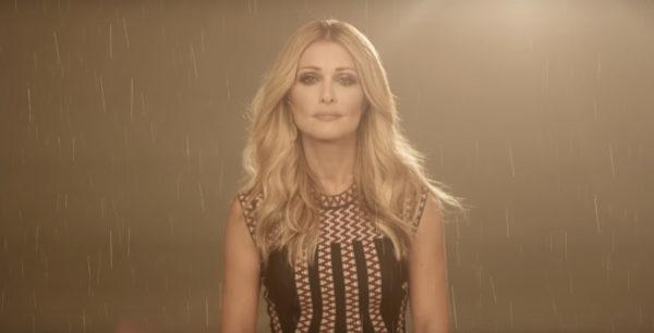 «Αν είχα μείνει» το καινούργιο τραγούδι της Νατάσας Θεοδωρίδου