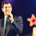 Ο Σάκης Ρουβάς θα φωταγωγήσει το Βόλο και το ψηλότερο χριστουγεννιάτικο δέντρο της Ελλάδας