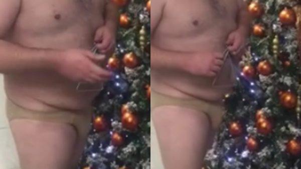 Παρουσιαστής του Ant1 λέει τα κάλαντα σχεδόν… γυμνός