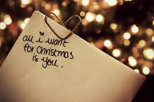Δέκα αγαπημένοι καλλιτέχνες τραγουδούν μαζί το All I Want For Christmas