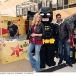 Ο Ρυθμός 949 live στην αποκάλυψη του LEGΟ Batman αγάλματος!