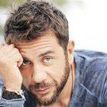 Ο Γιώργος Μαζωνάκης μας συστήνει το βαφτιστήρι του