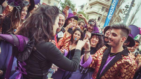Ρεθεμνιώτικο Καρναβάλι 2017: Της έκανε πρόταση γάμου κατά τη διάρκεια της μεγάλης παρέλασης