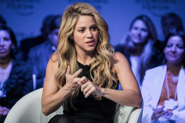 Δείτε την Shakira να κάνει skateboard σαν επαγγελματίας