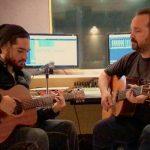 Ο Κώστας Μακεδόνας και ο Χρήστος Μάστορας προβάρουν το καινούργιο τους τραγούδι