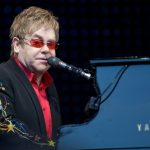 Το συγκινητικό αντίο του Elton John στη μητέρα του