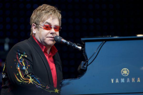 Στην εντατική ο Elton John