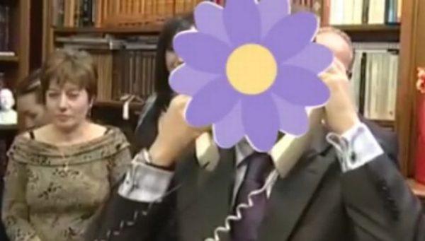 ΦΧΑΡΙΣΤΩ! Το Facebook έβγαλε λουλούδι reaction και τα τρολ πήραν φωτιά