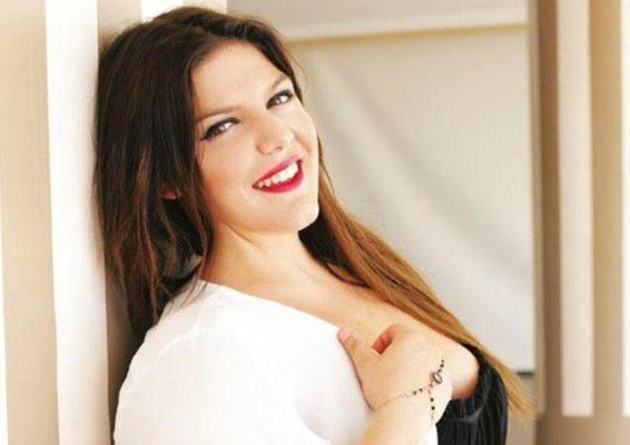 Δανάη Μπάρκα: Ποζάρει με μαγιό και στέλνει το δικό της ξεχωριστό μήνυμα