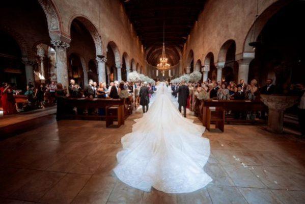 Παντρεύτηκε η κόρη του Swarovski: Δείτε το υπέρλαμπρο νυφικό με τα 500.000 κρύσταλλα και το υπέρογκο ποσό που στοίχισε