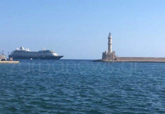Το «πλοίο των οργίων» στο Ενετικό Λιμάνι των Χανίων