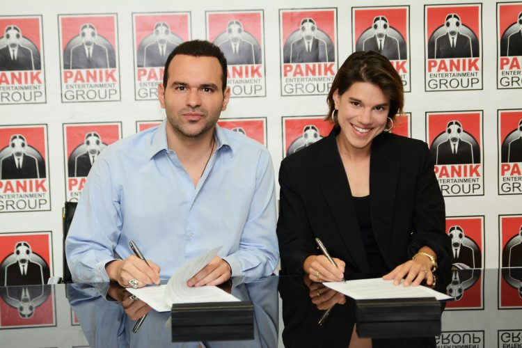 Η MONIKA στην οικογένεια της PANIK