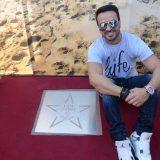 O «mr. Despacito» έγινε… αστέρι σε πλατεία της Αγίας Νάπας
