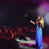 Εντυπωσιάζει  η Κατερίνα Νάκα on stage