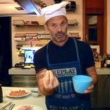 Ο Πέτρος Κωστόπουλος μπήκε ξανά στην κουζίνα! Δείτε τι μαγείρεψε για τον γιο του