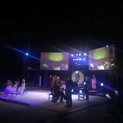 Το Gpop.gr ταξίδεψε στο σταυρό του νότου  που έκανε στάση στο θέατρο Βράχων