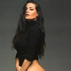 Η αρετουσάριστη φωτογραφία της Μαρίας Κορινθίου με τα γυμνά της οπίσθια