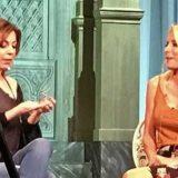 Η Ελένη Μενεγάκη έκανε «ντου» στο καμαρίνι της Δήμητρας Παπαδοπούλου