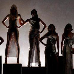Eπικό φινάλε για την Donatella Versace: Επέστρεψαν στην πασαρέλα τα supermodels του ΄90!