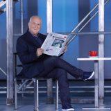 Ο Γιώργος Παπαδάκης έπεσε από την καρέκλα του στον αέρα της εκπομπής