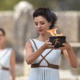Εντυπωσίασε ξανά ως πρωθιέρεια της Ολυμπιακής Φλόγας η Κατερίνα Λέχου