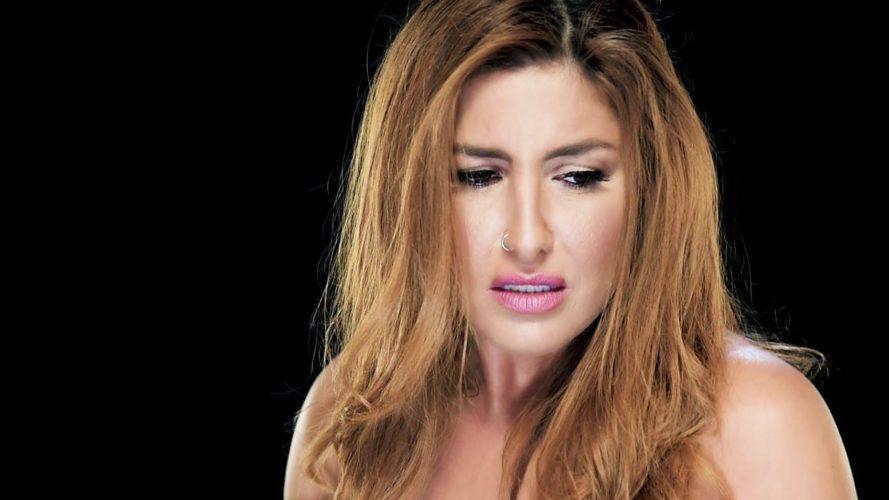 """Έλενα Παπαρίζου: Συνεχίζεται η τεράστια επιτυχία του """"Αν με δεις να κλαίω"""", λίγο πριν την κυκλοφορία του νέου της album"""