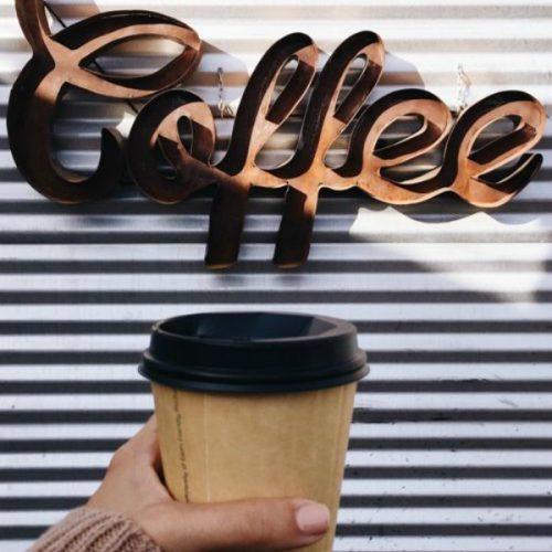 Πίνετε σκέτο τον καφέ σας; Δείτε τι λέει μία νέα έρευνα για εσάς