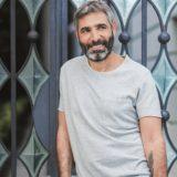 Θοδωρής Αθερίδης: Δείτε την φωτογραφία αγκαλιά με τον νεογέννητο εγγονό του