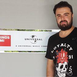Η Minos EMI / Universal καλωσορίζει τον Ηλία Καμπακάκη