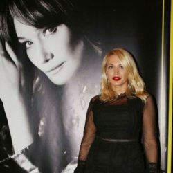 Η Carla Bruni έστειλε μήνυμα στην Κωνσταντίνα Σπυροπούλου