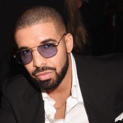 Drake: Αν δεν σταματήσεις να αγγίζεις την κοπέλα, θα έρθω εκεί να σε γ@@σω!