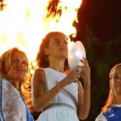 Φωτεινή Παπαλεωνιδοπούλου: Κράτησε την ολυμπιακή φλόγα ξανά μετά από 14 χρόνια