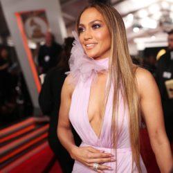 Η Jennifer Lopez πόζαρε χωρίς εσώρουχο και «τρέλανε» τους θαυμαστές της