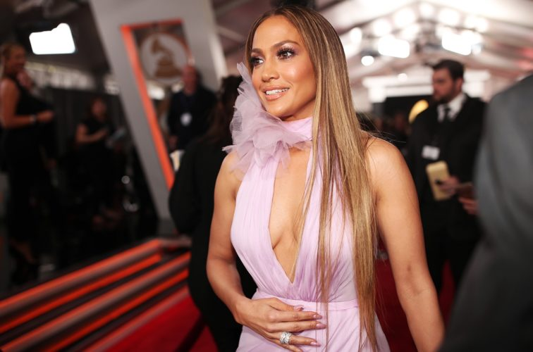 H Jennifer Lopez έκοψε τα μαλλιά της και είναι πιο κομψή από ποτέ